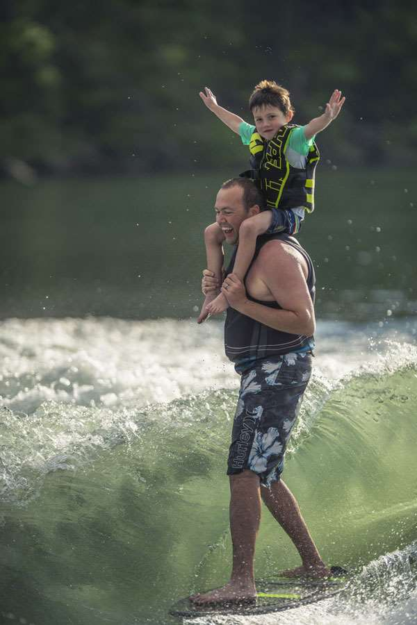 19-25LSV-Wakesurfing-son-on